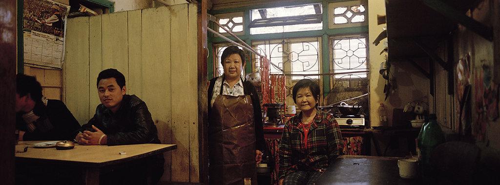 008-Yong-Kim-Hing-centre-and-Lee-Yen-Ying-right-Darjeeling.jpg